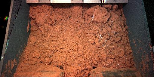 A successful scoop of Martian regolith (NASA/JPL-Caltech/University of Arizona/Max Planck Institute)