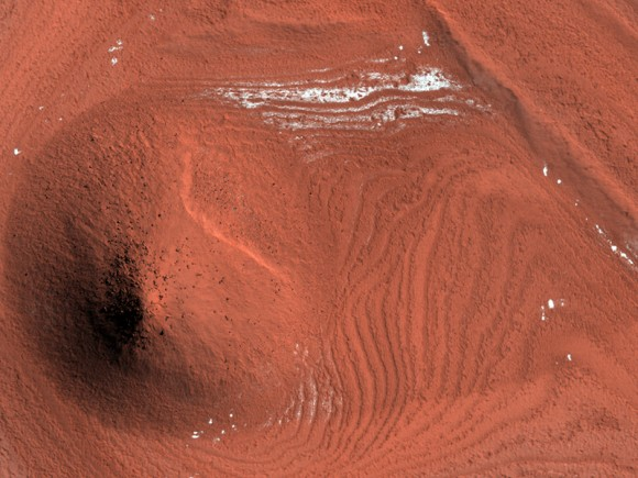 Unusual Mound in North Polar Layered Deposits   Credit: NASA/JPL/University of Arizona
