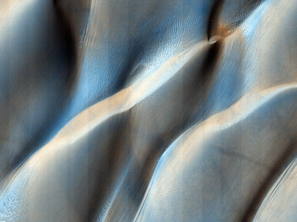 Colliding Sand Dunes in Aonia Terra.  Credit: NASA/JPL/University of Arizona
