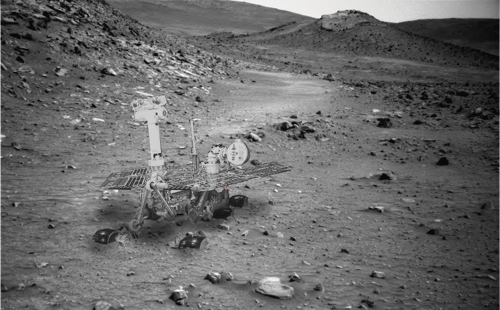 A composite image of how the Spirit rover probably looks, stuck in Gusev Crater. Credit: NASA, image editing by Stu Atkinson.