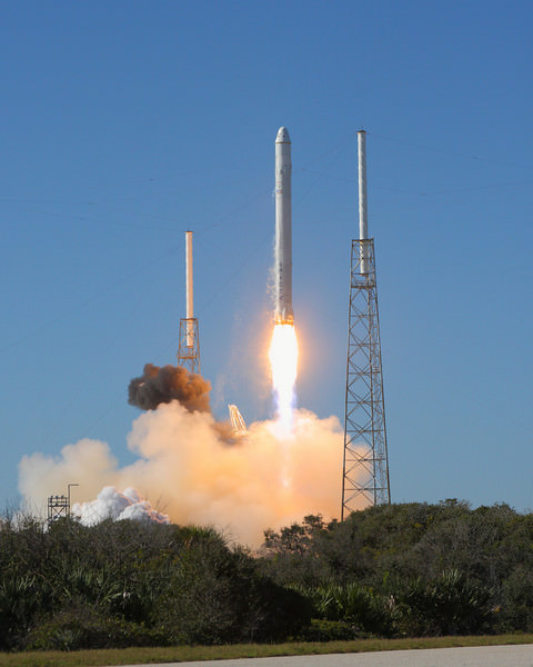 SpaceX successfully launched its Falcon 9 rocket at 10:43 a.m. EDT. Credit:  Alan Walters (awaltersphot.com) for Universe Today.