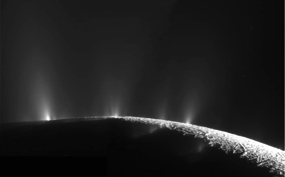 Heating ocean moon Enceladus for billions of years - Phys.org