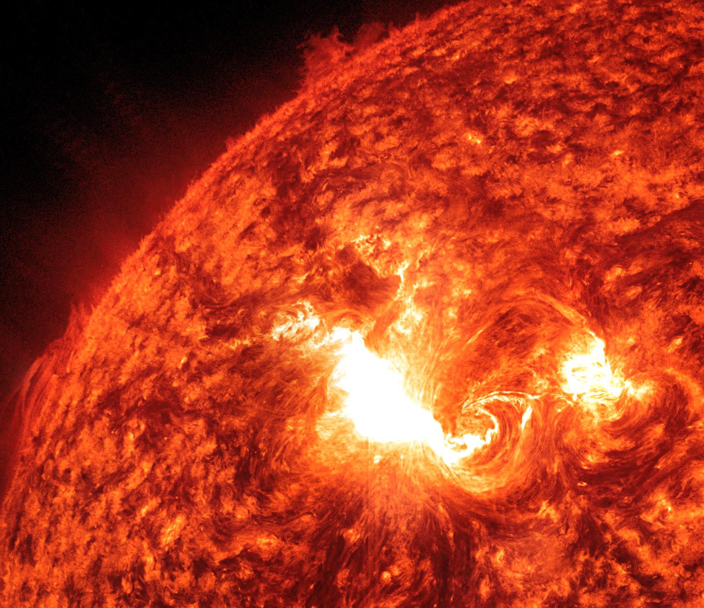 recent solar flare - HD1445×1247