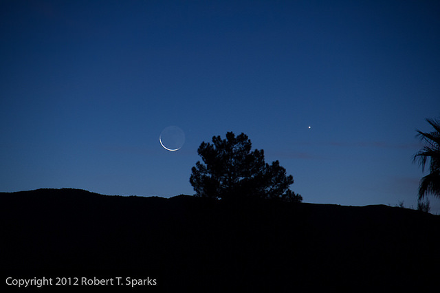 Venus and the Moon on 1-10-13 from Tucson, Arizona. Credit: Robert Sparks