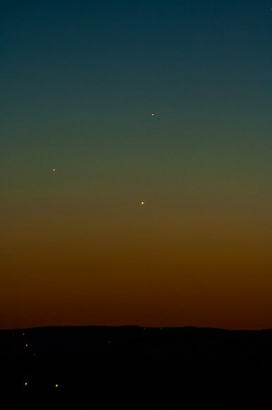 May 26 triple conjunction from Warwick, NY snapped from Canon Rebel, 100mm – 300mm lens.  Credit: Pietro Carboni