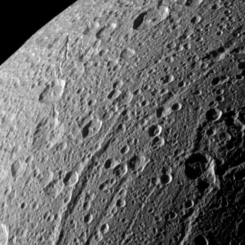 Janiculum Dorsa, a mountain that appears as the long, raised scar in the middle of this Cassini image, is providing new evidence that the Saturnian moon Dione was recently active. Credit: NASA/JPL-Caltech/Space Science Institute.
