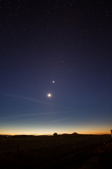 The Moon and Venus on September 8, 2013. Credit and copyright: Wes Schulstad.