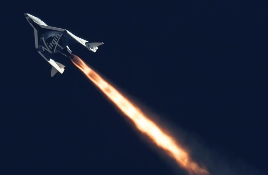 Virgin Galactic's SpaceShipTwo soars in a powered flight test on Sept. 5, 2013. Credit: MarsScientific.com and Clay Center Observatory