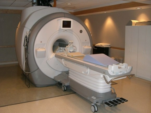 Magnetic resonance imaging utilizes