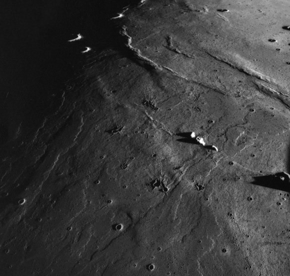 Flow lobes in the lavas of Mare Imbrium. Chang'e 3 landed at the extreme northern end of this sequence of lavas, which are very young in lunar terms. Credit: NASA / Apollo 15