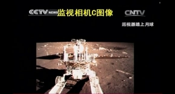 Yutu descends down the transfer ramp to lunar surface. Credit: CCTV