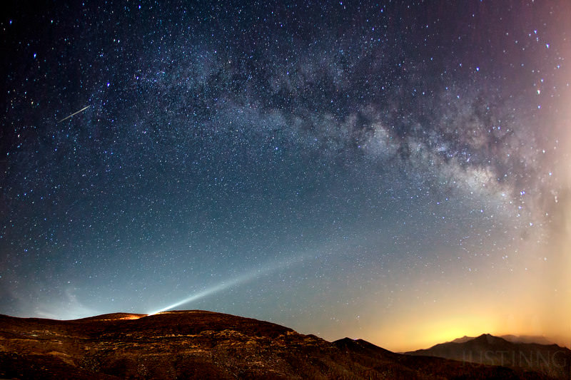 A Camelopardalids meteor captured at Jebel Al Jais mountain on the morning of May 24, 2014. Credit and copyright: Justin Ng.