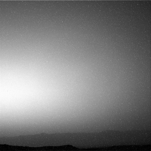 Curiousity Navcam photo of the sky on October 19, 2014. Credit: NASA/JPL-Caltech