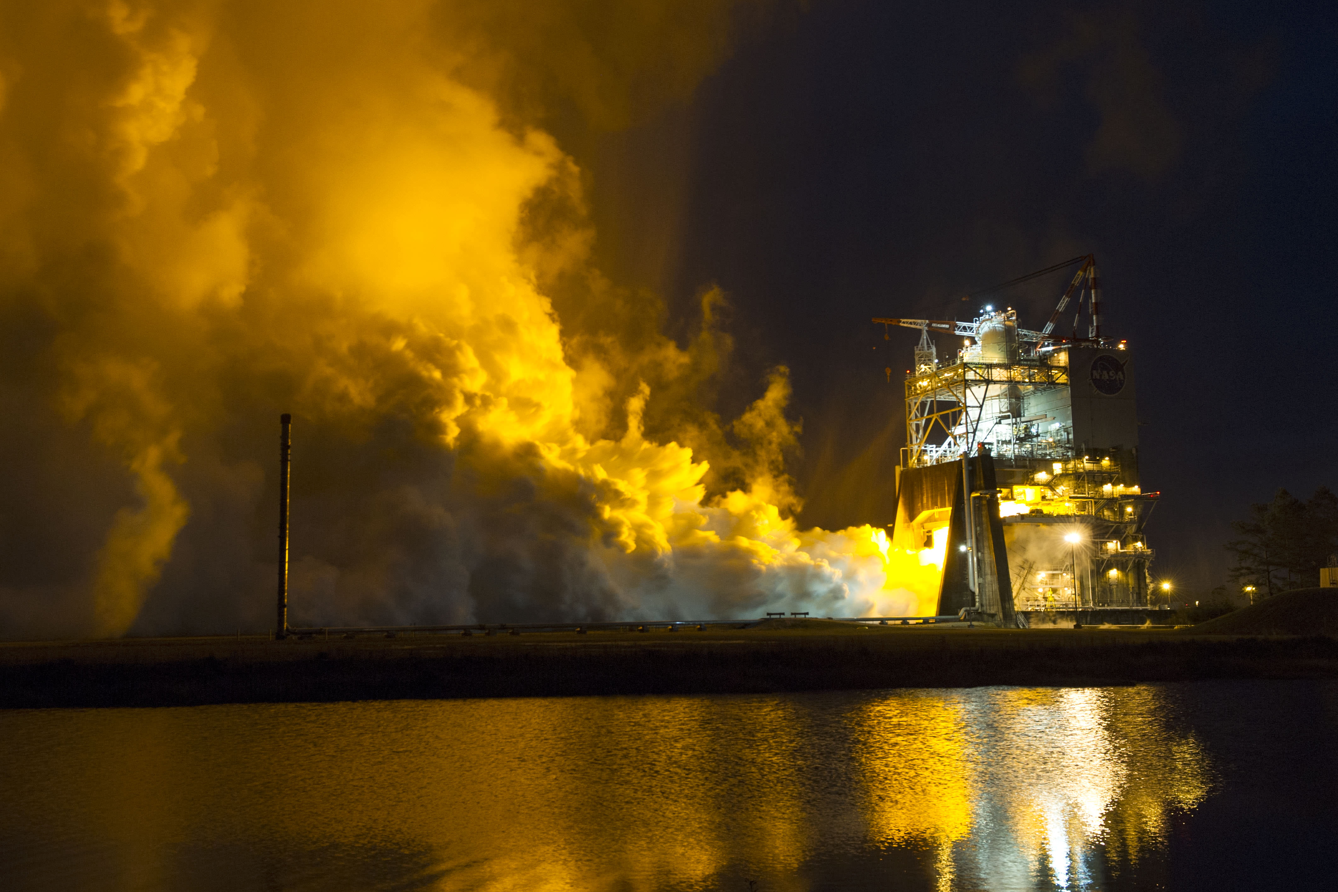 The RS-25 engine fires up for a 500-second test Jan. 9, 2015 at NASA's Stennis Space Center near Bay St. Louis, Mississippi.   Credit: NASA