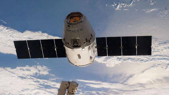 SpaceX Dragon cargo ship approaches ISS, ready for grappling by astronauts. Credit: NASA