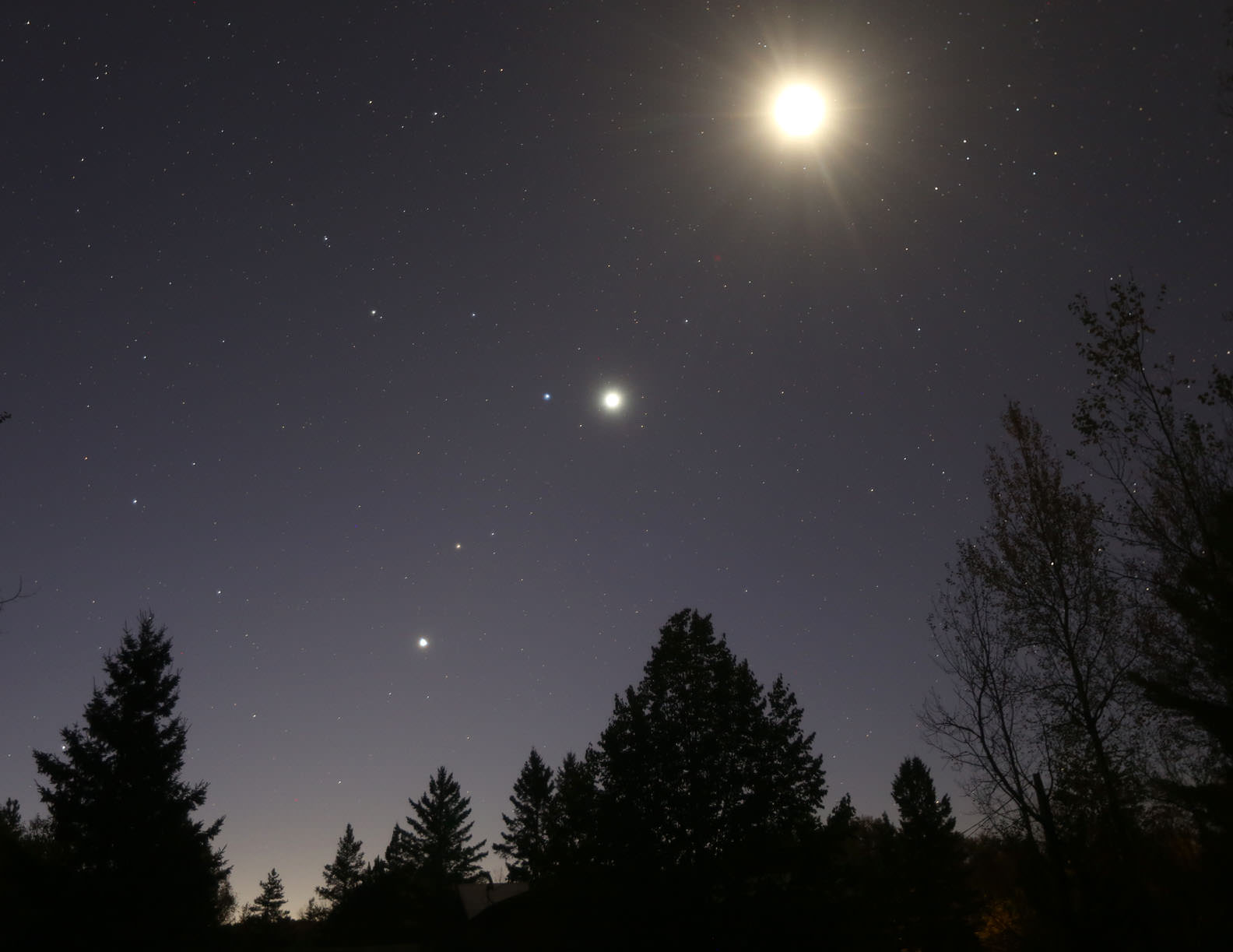 The sky  sparkles with the Moon (top, overexposed), Regulus, Venus, Mars, and Jupiter at dawn this morning October 7, 2015.