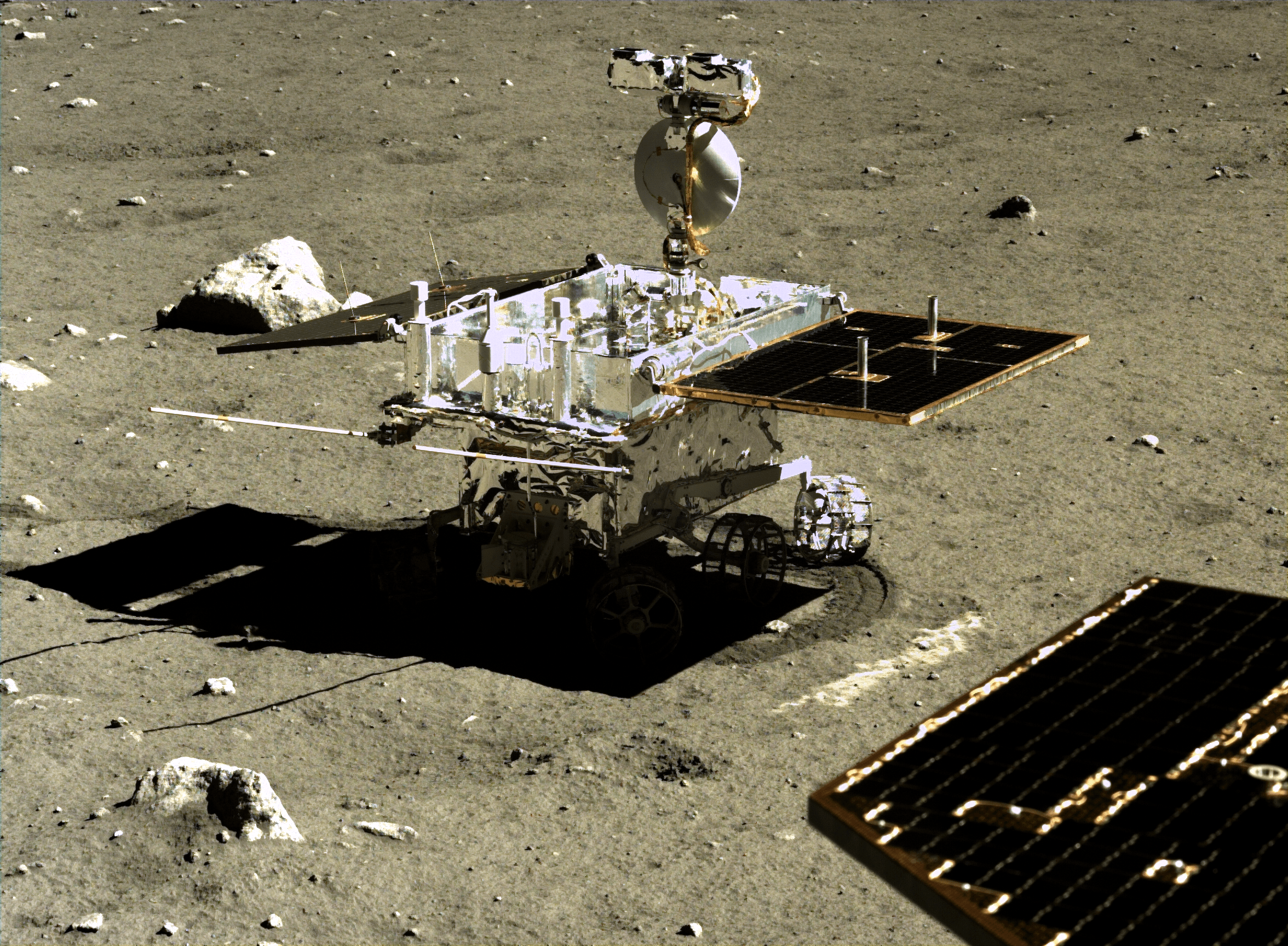 This image shows a lot of detail of the Yutu rover. Image: Chinese Academy of Sciences/China National Space Administration/The Science and Application Centre for Moon and Deep Space Exploration/Emily Lakdawalla.