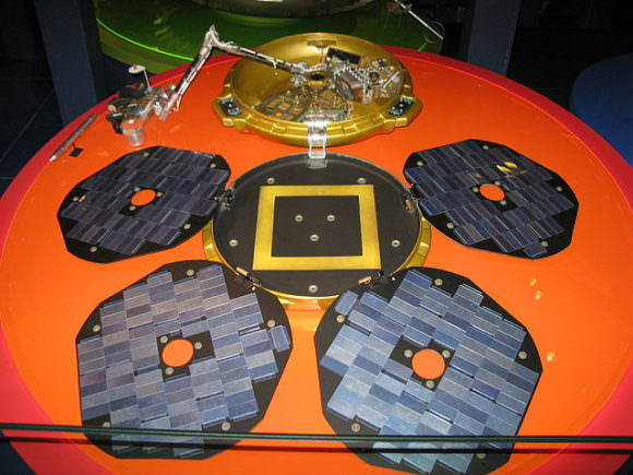 A replica of the Beagle 2 lander at the London Science Museum. Image: By user:geni - Photo by user:geni, GFDL, https://commons.wikimedia.org/w/index.php?curid=5258554