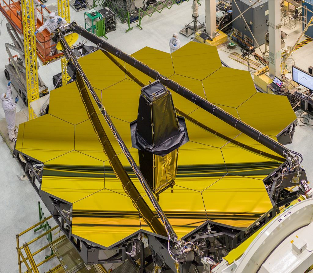 Behold, the mighty primary mirror of the James Webb Space Telescope, in all its gleaming glory! Image: NASA/Chris Gunn