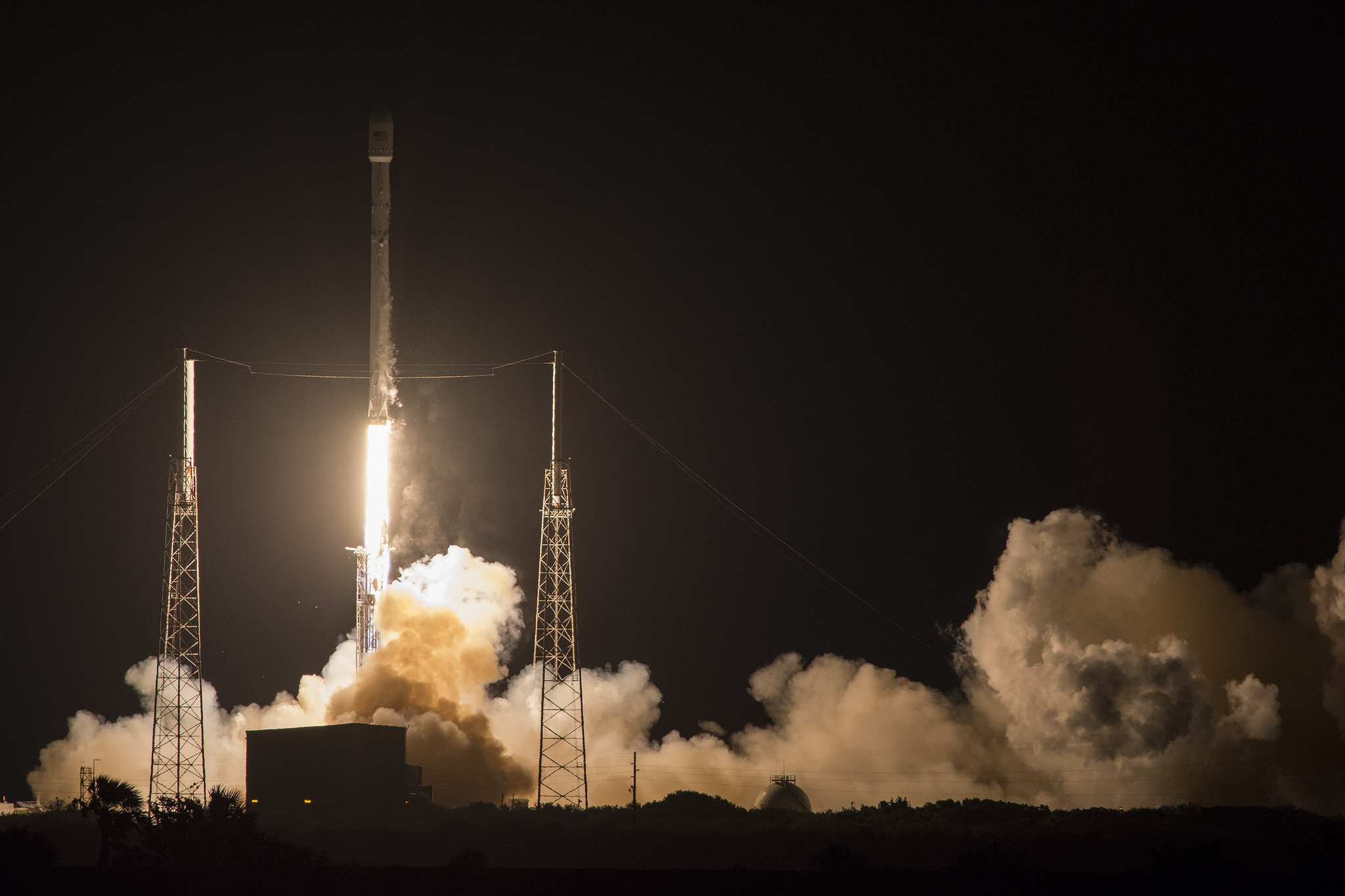 Launch of SpaceX Falcon 9 carrying JCSAT-14 Japanese communications satellite to orbit on May 6, 2016 at 1:21 a.m. EDT from Space Launch Complex 40 at Cape Canaveral Air Force Station, Fl.  Credit: SpaceX