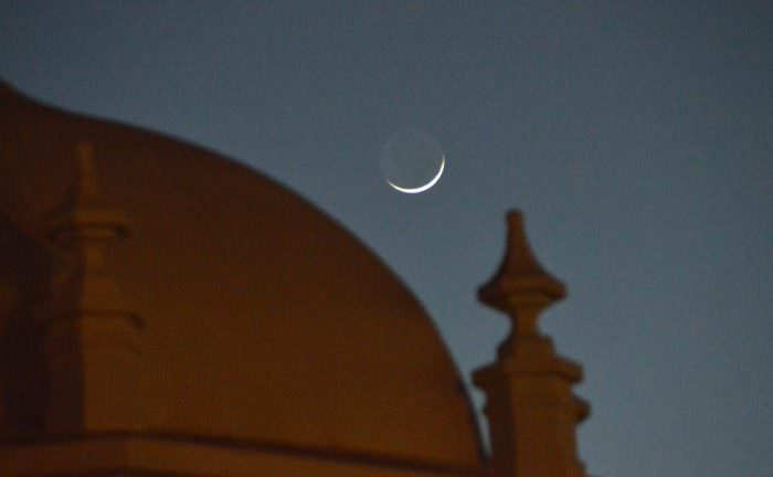 The waxing crescent Moon setting over Cadiz, Spain. Image credit: Dave Dickinson