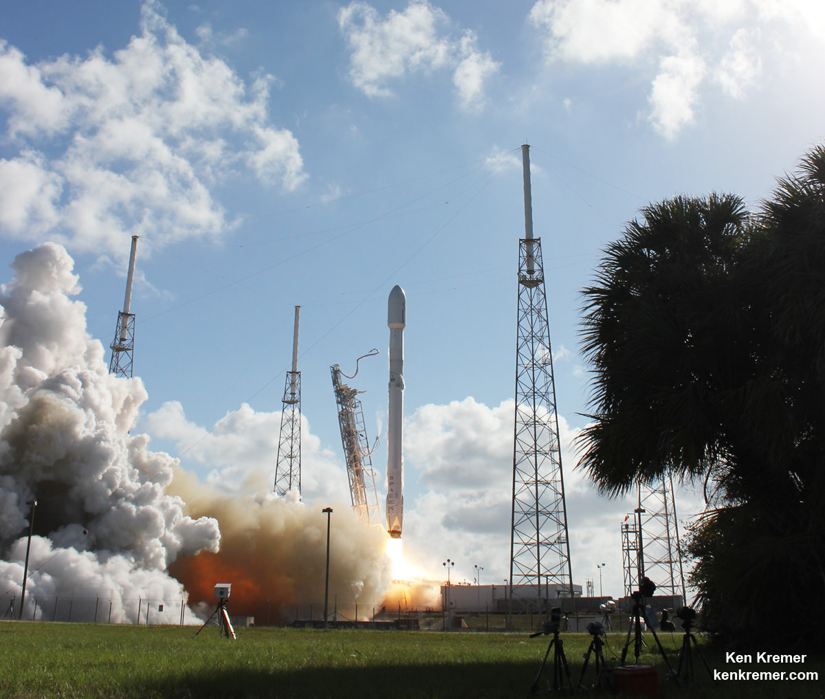 Upgraded SpaceX Falcon 9 blasts off with Thaicom-8 communications satellite on May 27, 2016 from Space Launch Complex 40 at Cape Canaveral Air Force Station, FL.  1st stage booster landed safely at sea minutes later.  Credit: Ken Kremer/kenkremer.com