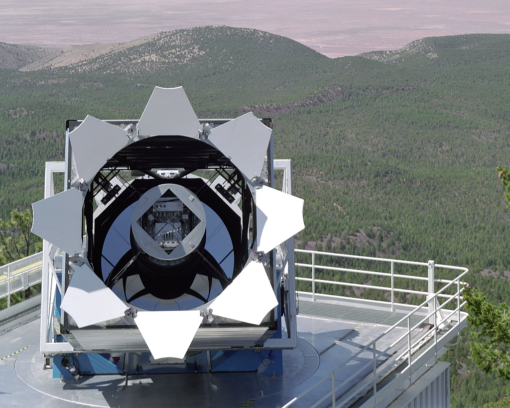 The Sloan Digital Sky Survey telescope stands out against the breaktaking backdrop of the Sacramento Mountains. 234 stars out of the Sloan's catalogue of over 2.5 million stars are producing an unexplained pulsed signal. Image: SDSS, Fermilab Visual Media Services