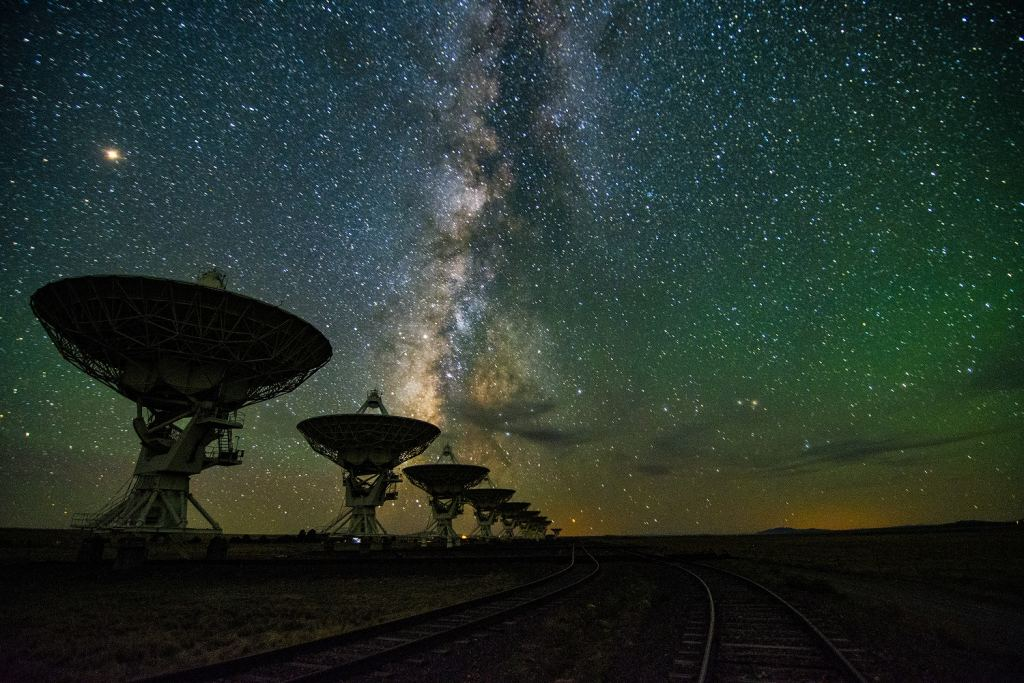 The Milky Way over the Very Large Array. How many rogue planets are there in the Milky Way? Billions? Trillions? Credit: NRAO/AUI/NSF; J. Hellerman